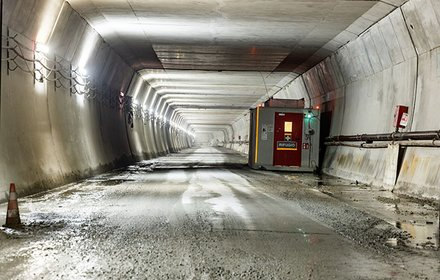 Lined access tunnel for the emergency station Trens