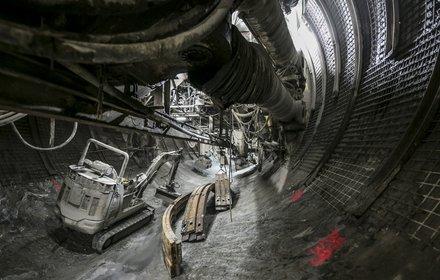 Lotto di costruzione Tulfes-Pfons: Fresa di scavo galleria con gripper nel cunicolo esplorativo